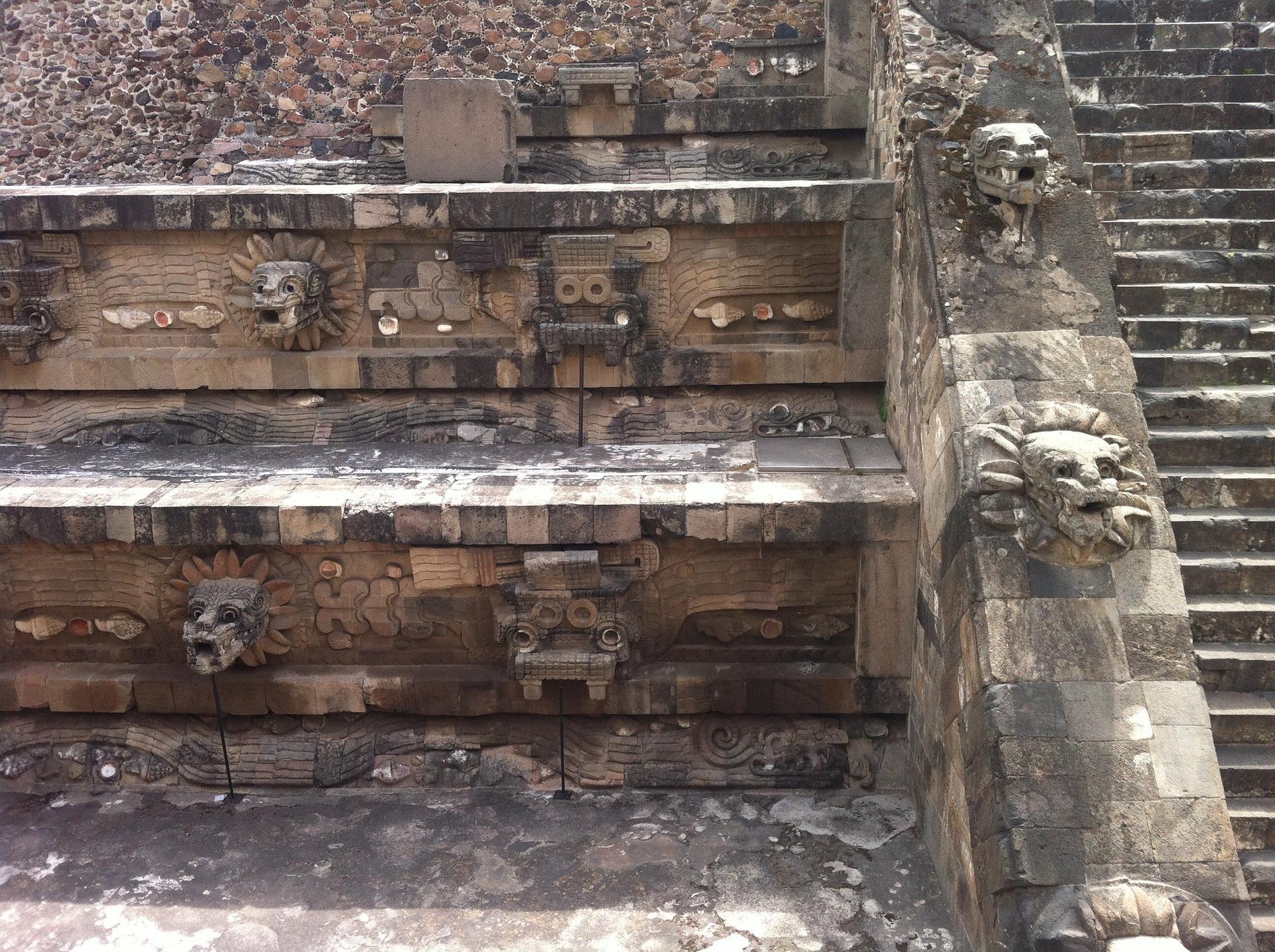 quetzalcoatl-1296224_1920.jpg